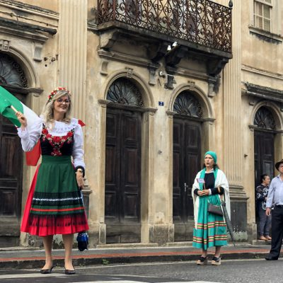 Festividades locais (desfile que antecede a Festa Ritorno Alle Origine)